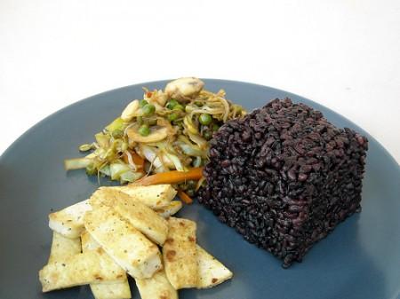 Ricetta light, riso venere con pollo e curry