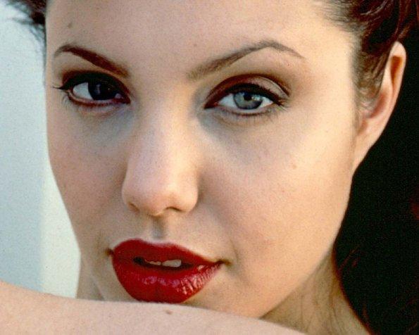 rossetto rosso per labbra carnose
