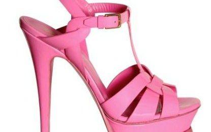 "Sandali Yves Saint Laurent, gli iconici ""Tribute"" anche in vernice rosa"
