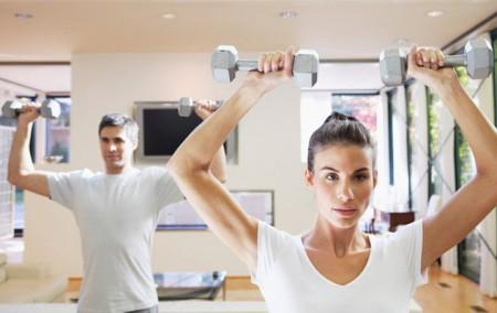 Allenamento per dimagrire fai da te, tanti esercizi utili