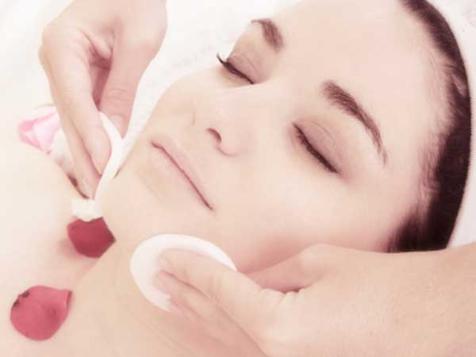 Pulizia del viso: regole base e prodotti fai da te