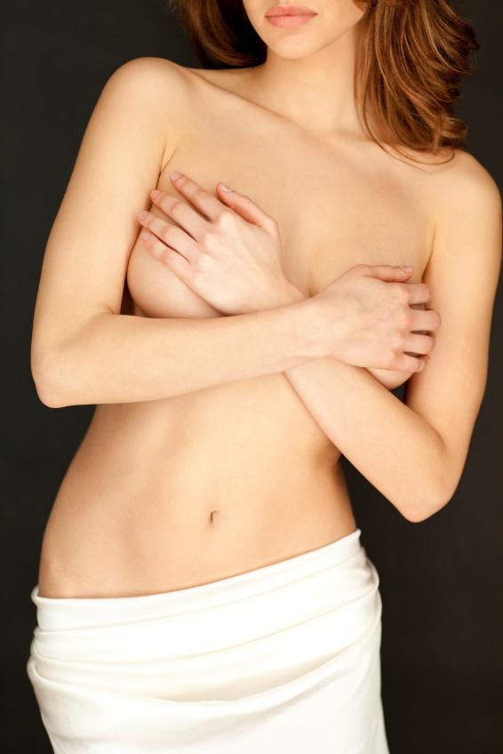 Stop all'aumento del seno con le iniezioni di acido ialuronico