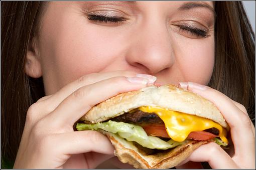 Il grasso si accumula a sole tre ore di distanza da un pasto calorico