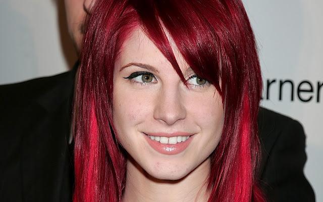 Come curare i capelli rosso fuoco