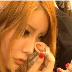 Make up: ragazza sudcoreana non si strucca da due anni