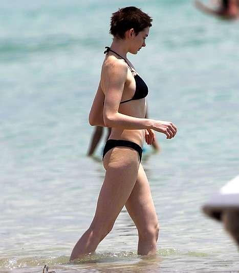 Anne Hathaway dimagrita al mare