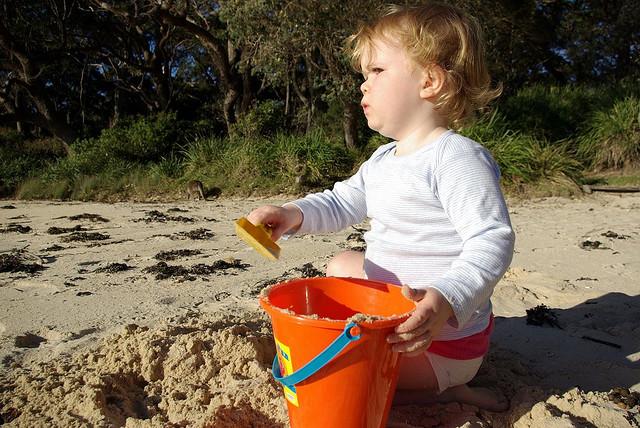 giochi bambini al mare sabbia