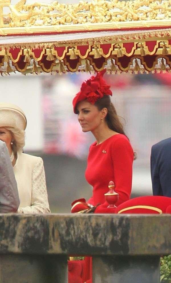 Kate Middleton veste Alexander McQueen al Giubileo della Regina [FOTO]