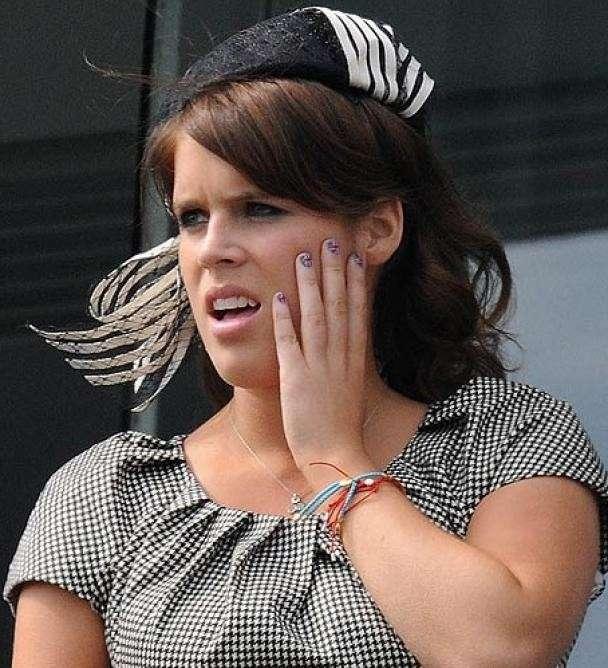Nail art patriottica per Eugenie al Giubileo della Regina [FOTO]
