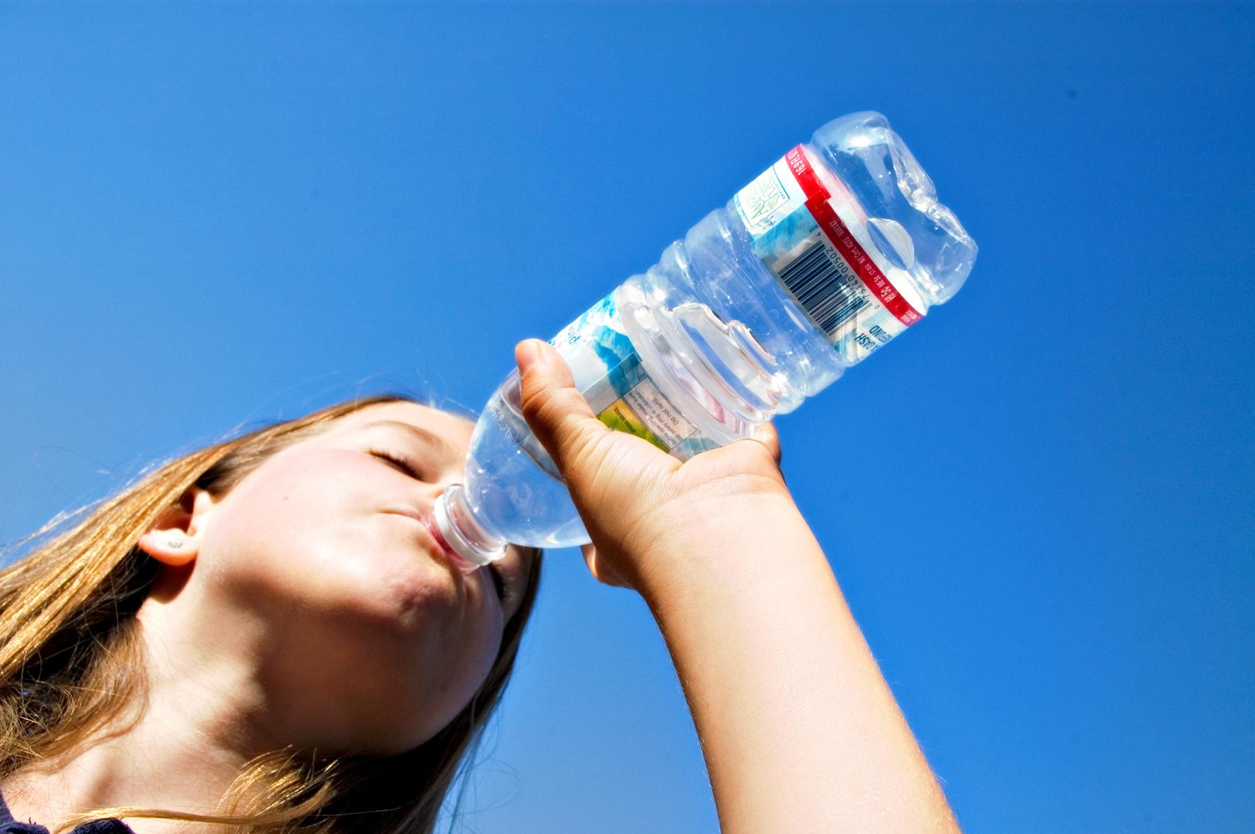 perdere peso bevendo acqua