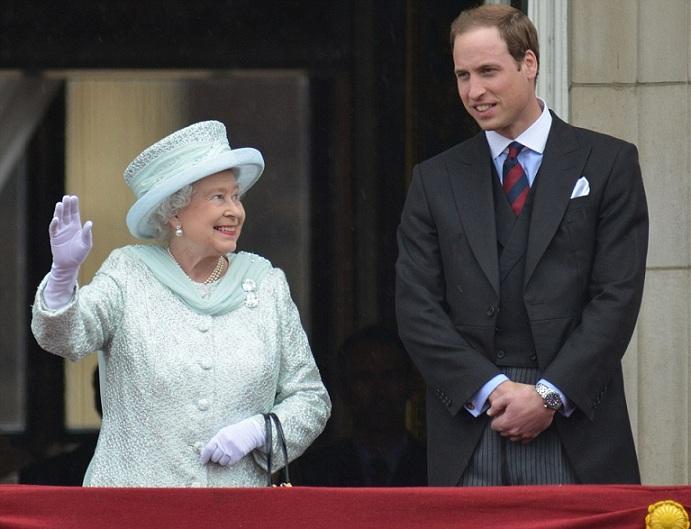 La Regina Elisabetta II con un abito verde menta