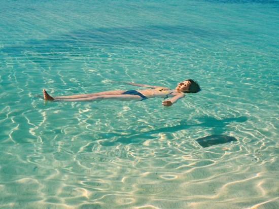 Bagni al mare e in piscina, possibili rischi e consigli per evitarli