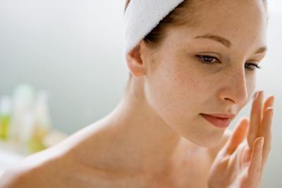 Cura del viso con oli cosmetici