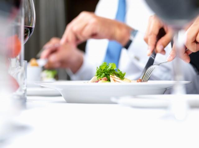 """Per dimagrire prima e meglio puntate sulla """"dieta del cibo tagliato"""""""