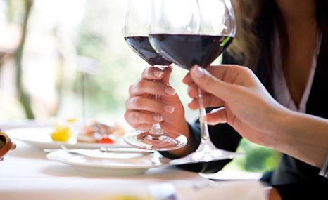 Per scatenare la gelosia del partner basta pranzare con il proprio ex