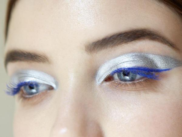 Make up occhi argento e blu elettrico