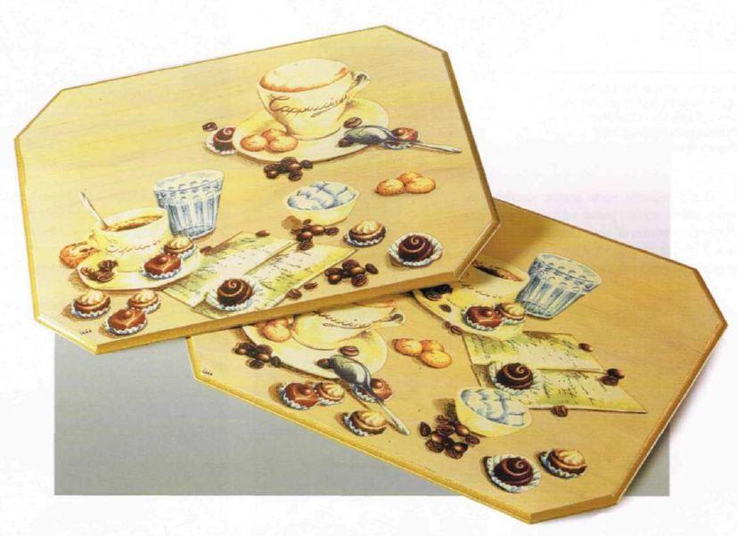 Decoupage creativo su vassoi per la colazione