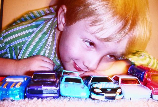 Giochi fai da te per bambini, la pista per le automobili