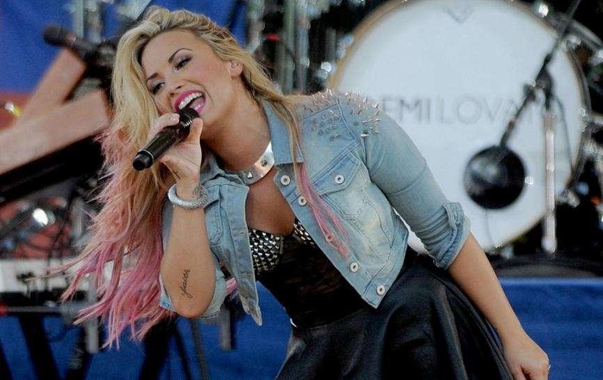 Capelli biondi e rosa per Demi Lovato