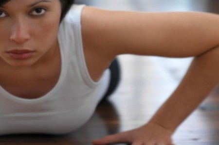 Esercizi per tonificare il seno: quelli più semplici da fare a casa