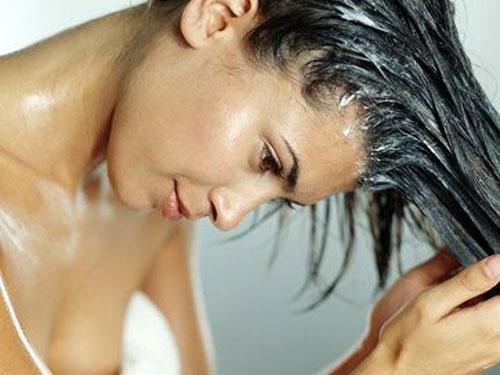 Come curare i capelli dopo l'estate