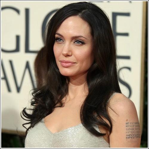 Taglio capelli viso squadrato Angelina Jolie