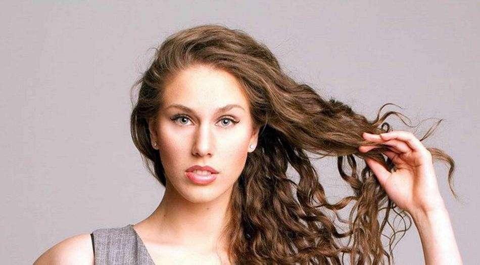 Come nascondere l'acne: il video di Cassandra Bankson spopola sul web [FOTO]