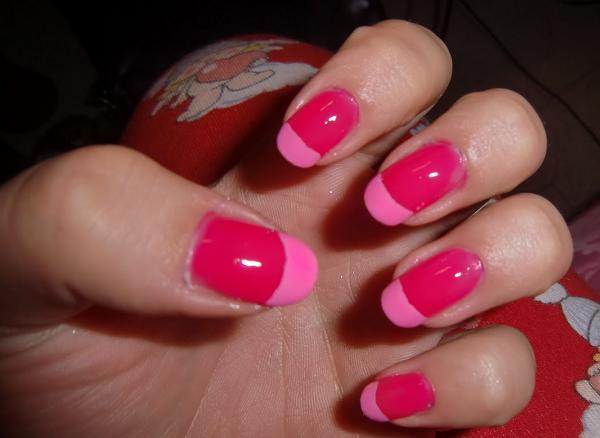 decorazione unghie rosa fluo