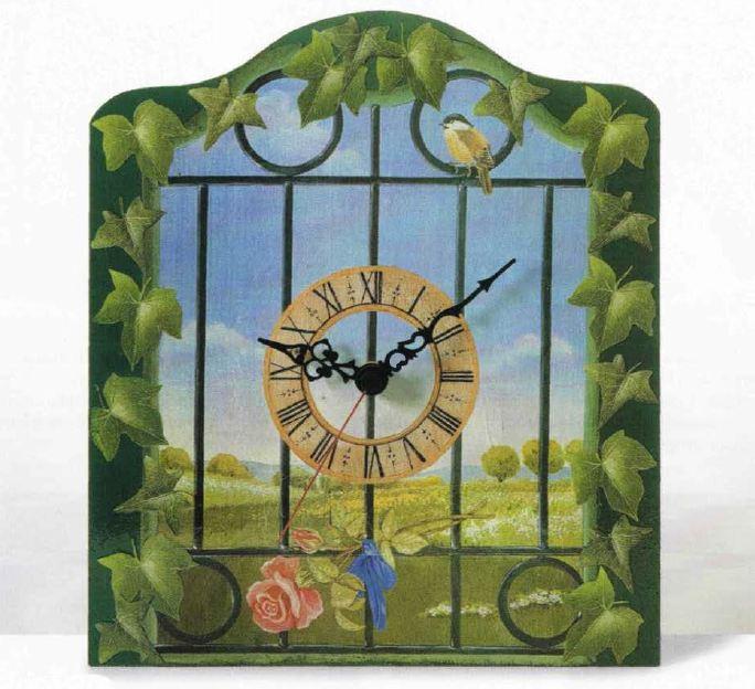 Decoupage pittorico per decorare un orologio a muro