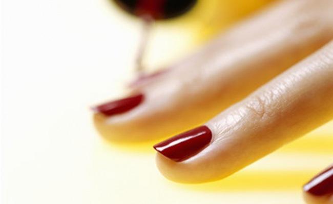 Smalto unghie allergia
