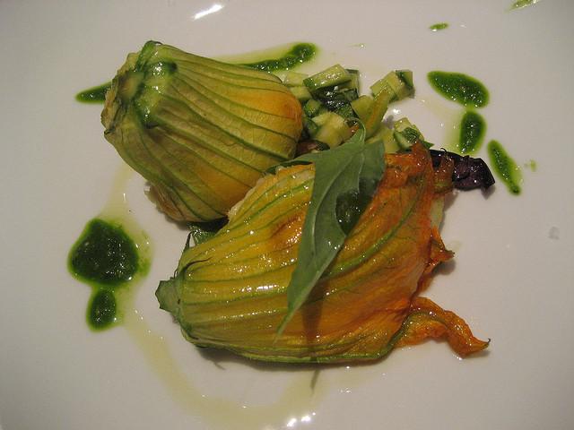 Ricette con i fiori, la zuppa di pesce con i fiori di zucca
