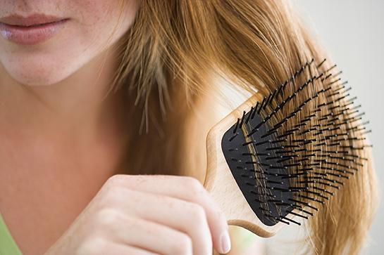 Caduta dei capelli stagionale: rimedi e quando preoccuparsi