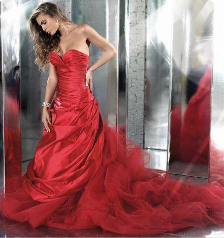 8521e7887231 Abiti da sposa rossi  FOTO