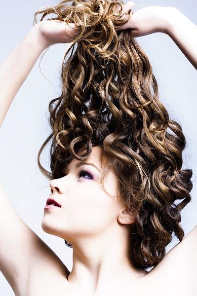 Caduta capelli in autunno, consigli e rimedi naturali