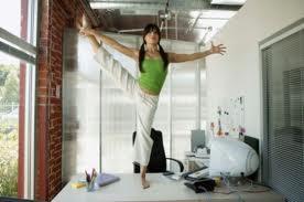Gli esercizi da fare in casa per tenersi in forma