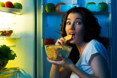 mangiare di notte fa ingrassare