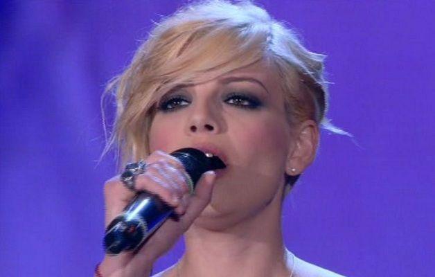 Emma Marrone microfono