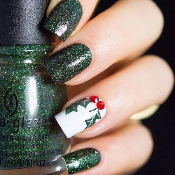 Unghie natalizie con vischio