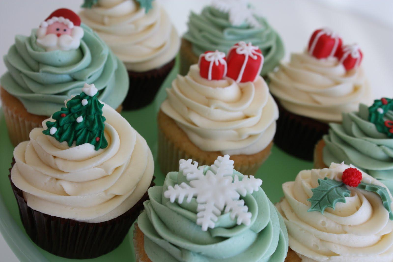 dolci di Natale calorici cupcake con zuccherini