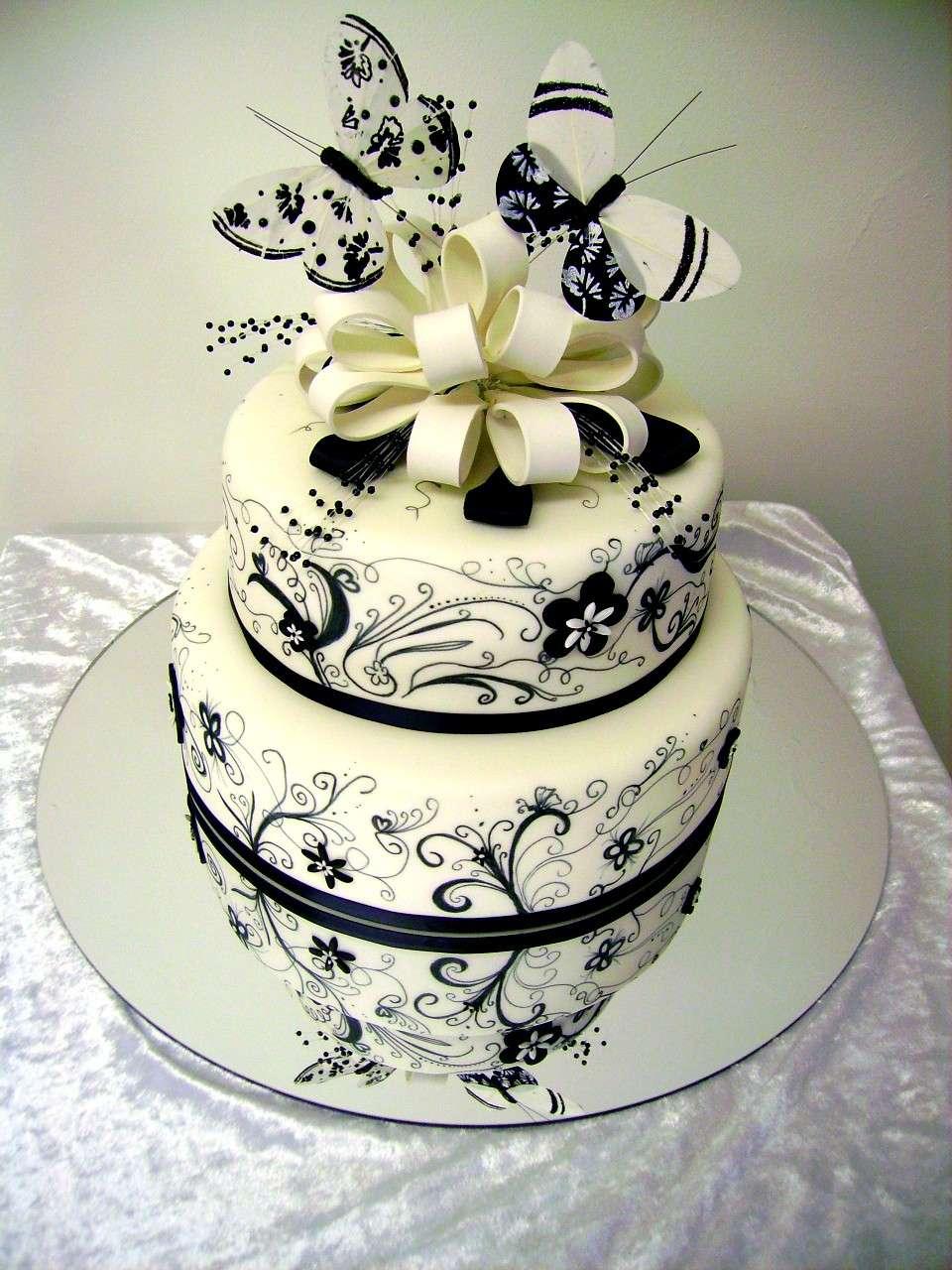 Decorazione torta nuziale con farfalle