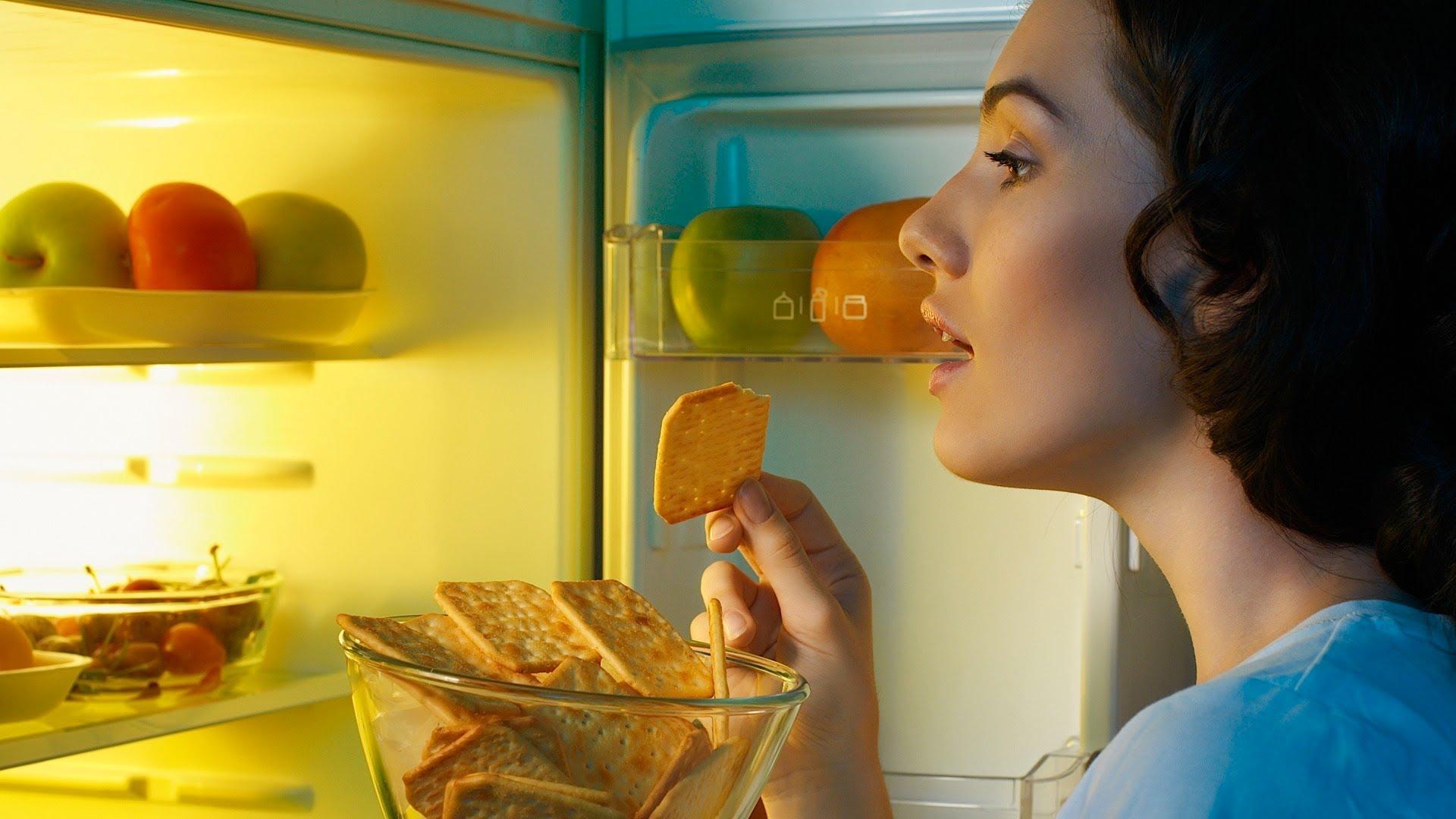 Mangiare di notte: i rimedi per non ingrassare