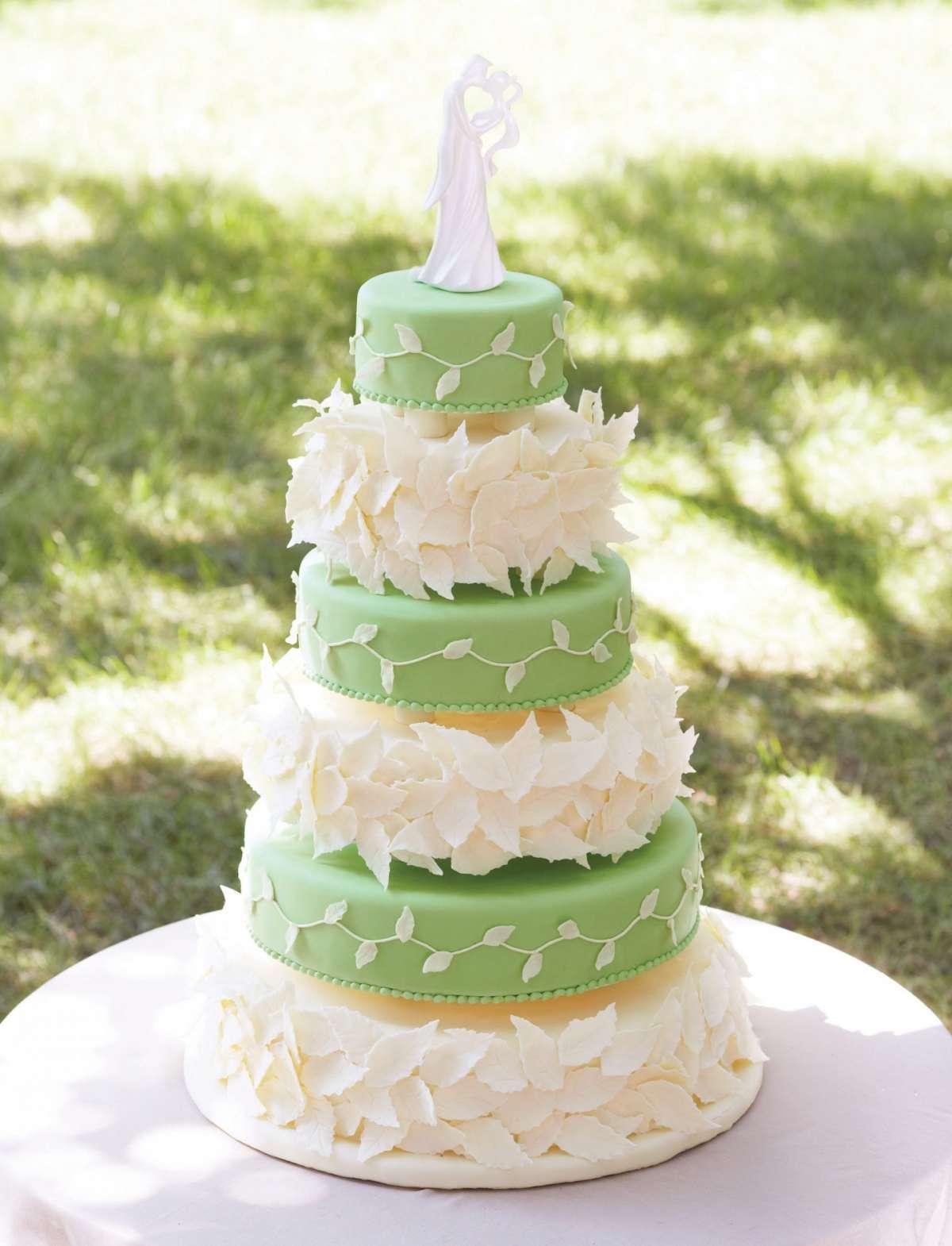 Torte nuziali a piani, idee per il tuo matrimonio [FOTO]