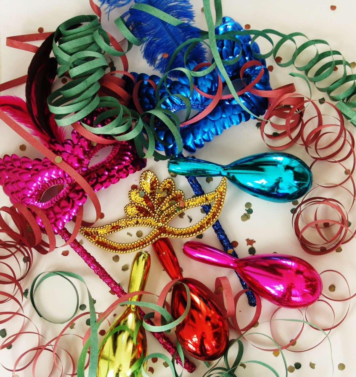 Lavoretti per bambini, addobbi fai da te per Carnevale [FOTO]