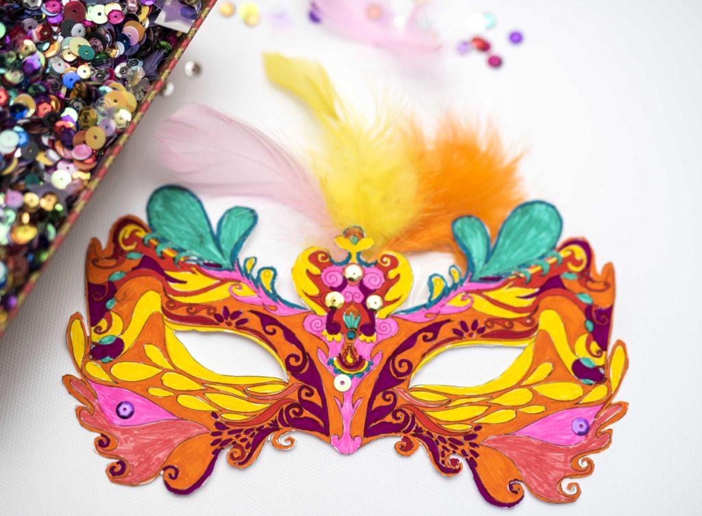 maschera di Carnevale decorata
