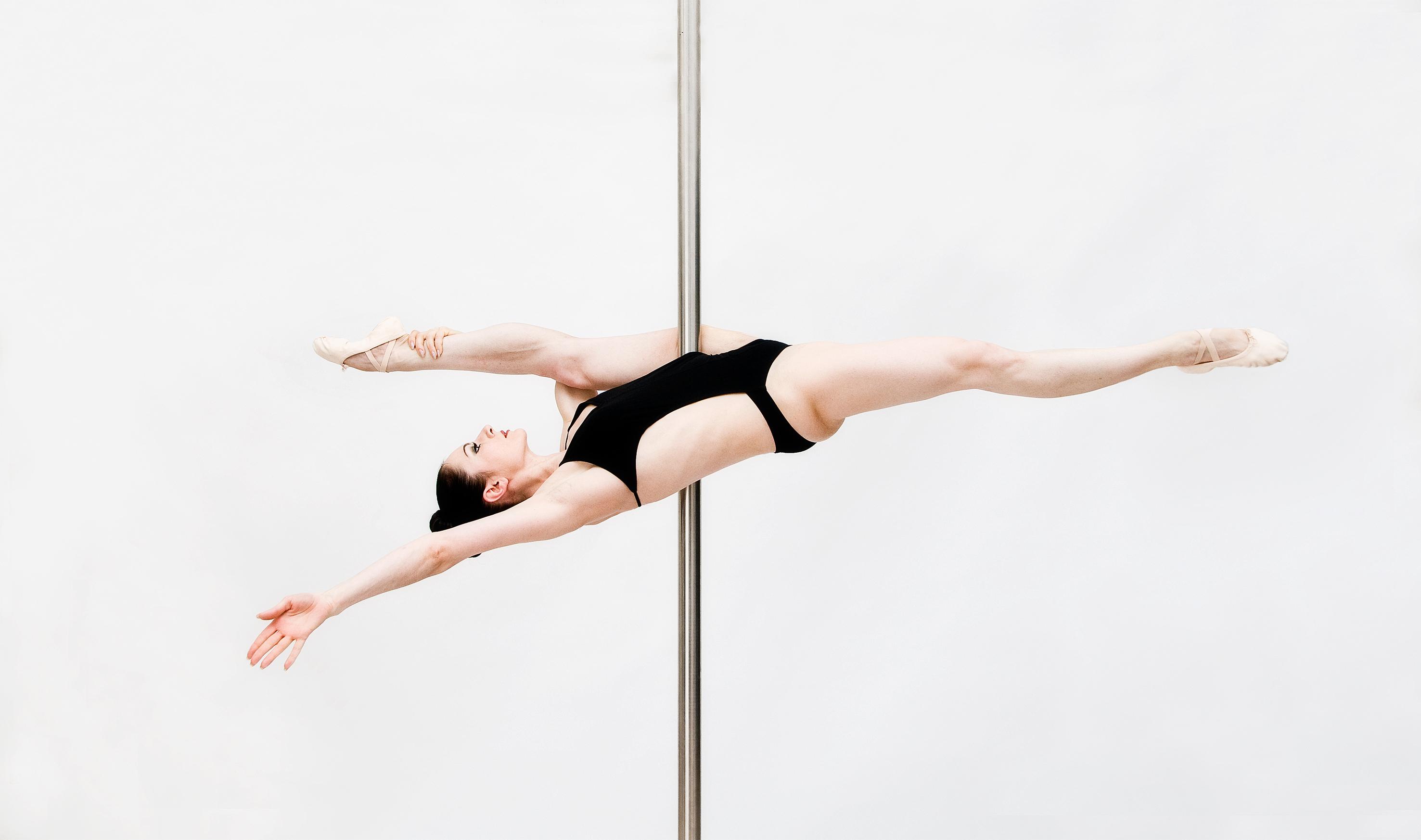 Pole dance e chair dance, per dimagrire e diventare più sensuali [VIDEO]