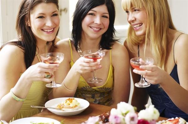 Festa della donna: cocktail mimosa e altri cocktail per festeggiare con le amiche