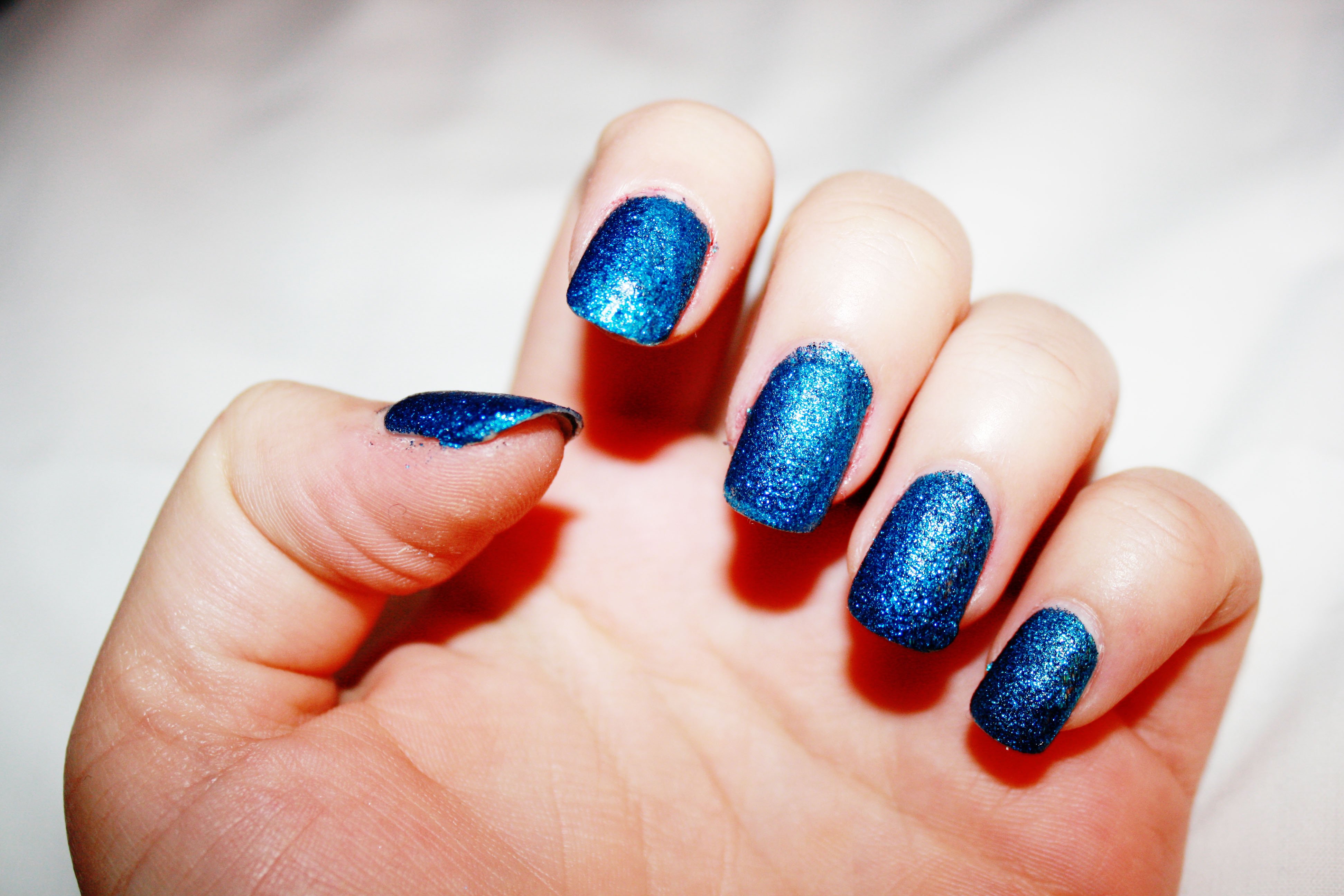 unghie finte azzurre