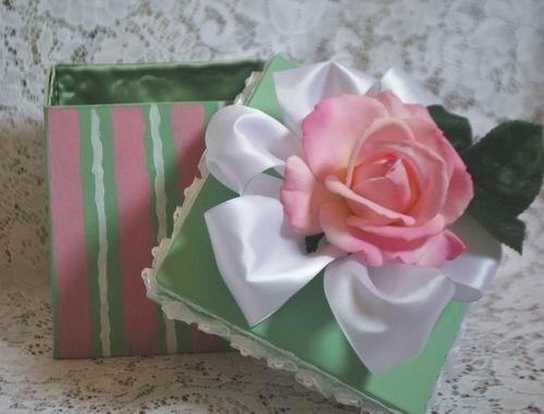 Lavoretti Festa della Mamma scatoline decorate