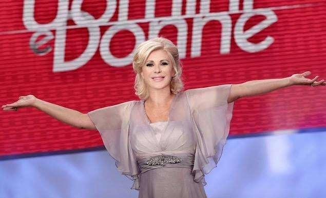 Uomini e Donne: lite furiosa tra Tina Cipollari e Gianni Sperti [FOTO]