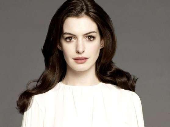Anne Hathaway, i beauty look prima e dopo Il diavolo veste Prada [FOTO]